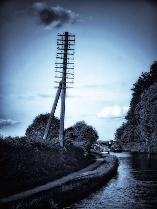 Another one of those must shoot photos on the Coventry Canal.