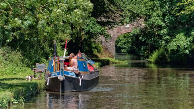 Tranquil mooring in the sun on the Shroppie