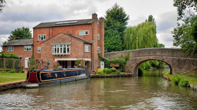 Beautiful canal side property near 'Weedon Bec' on the Grand Union Canal