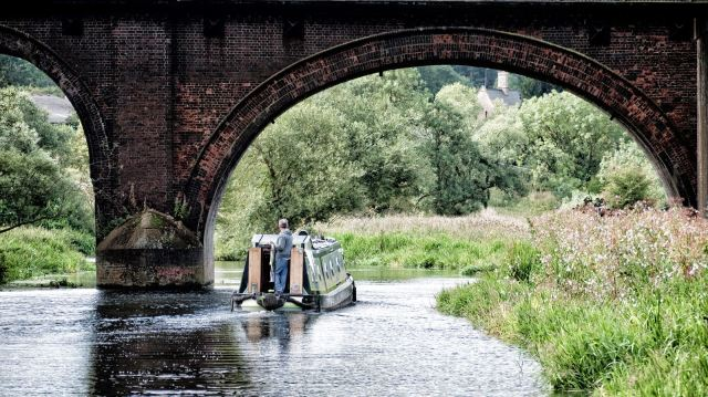 We spent a bit of time with Brian and Maxine on nb 'FLY' and followed them upstream for a way.