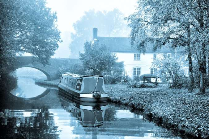 Lovely Brookhay Cottage and Bridge 88 near Fradley on the Coventry Canal