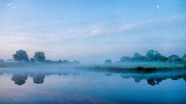 Misty morning on the Trent and Mersey