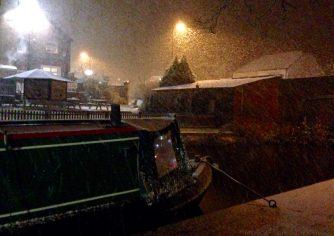 Heavy snow falling in Hopwas