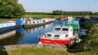 All the permanent moorings at Tarleton Lock means there's no lock landing!